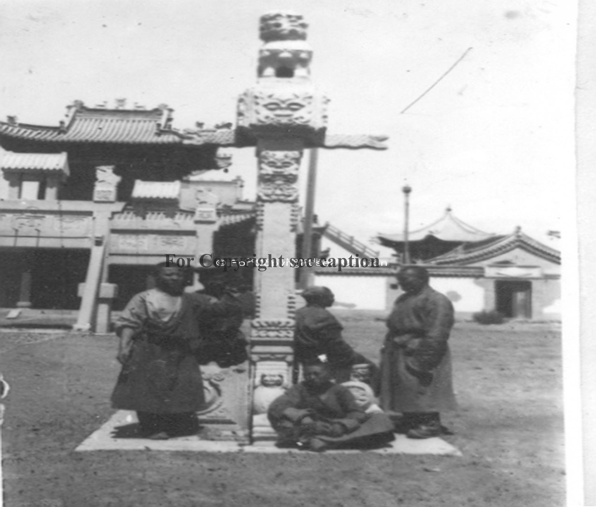 Monks in Choijin lamiin süm. Film Archives K-23943