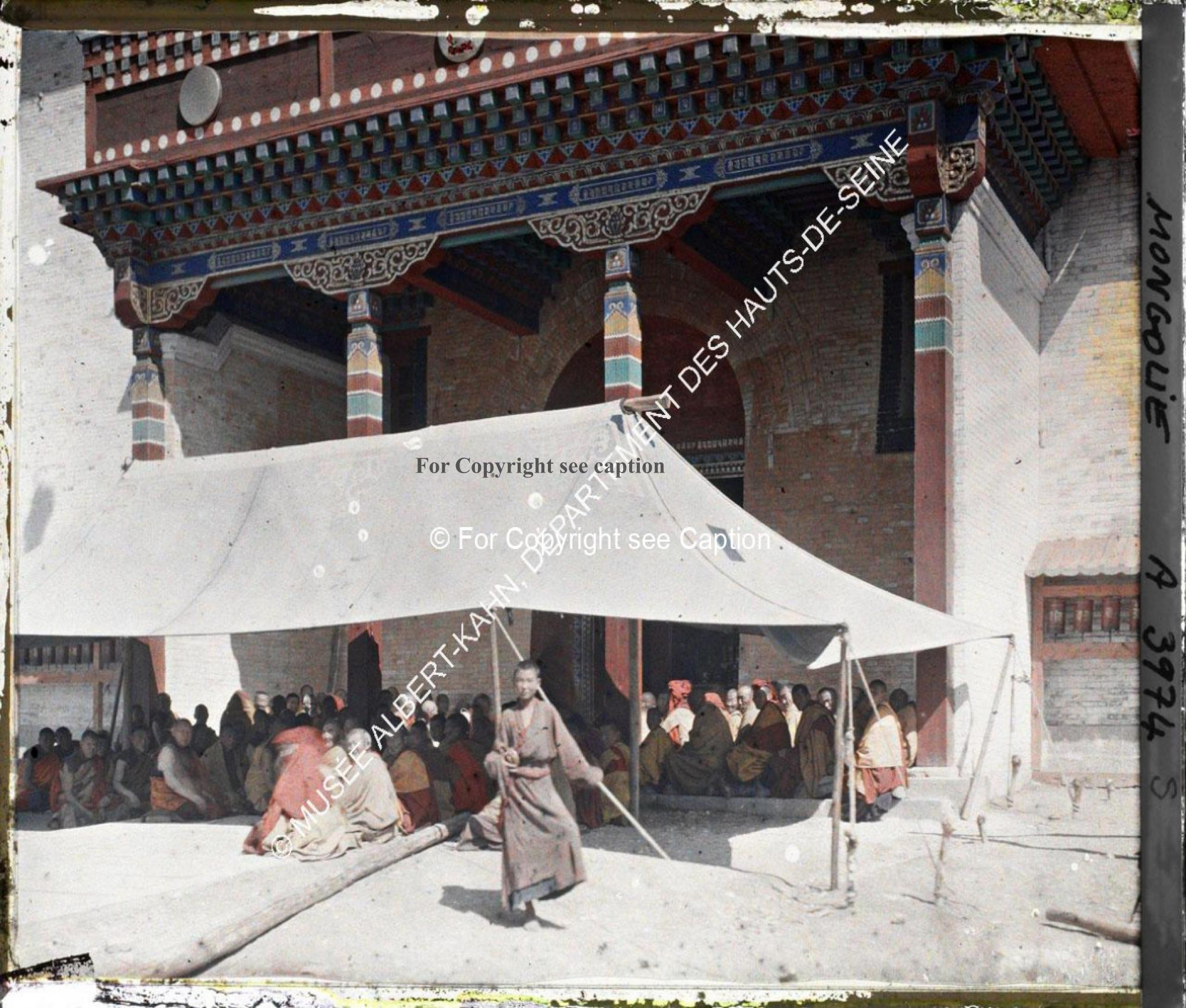 Monks gathering in front of Janraiseg Temple. Musée Albert-Kahn. A3974S. Photo by Stéphane Passet, 2