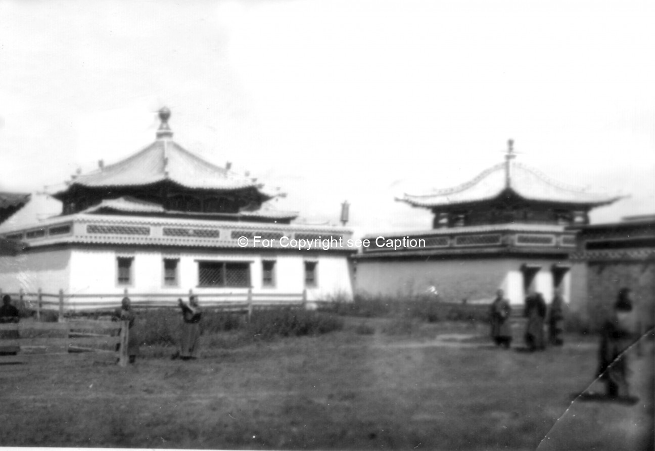 Düinkhor datsan, the main assembly hall, and Jüd datsan from the North. Film Archives ?; Tsültem, N.