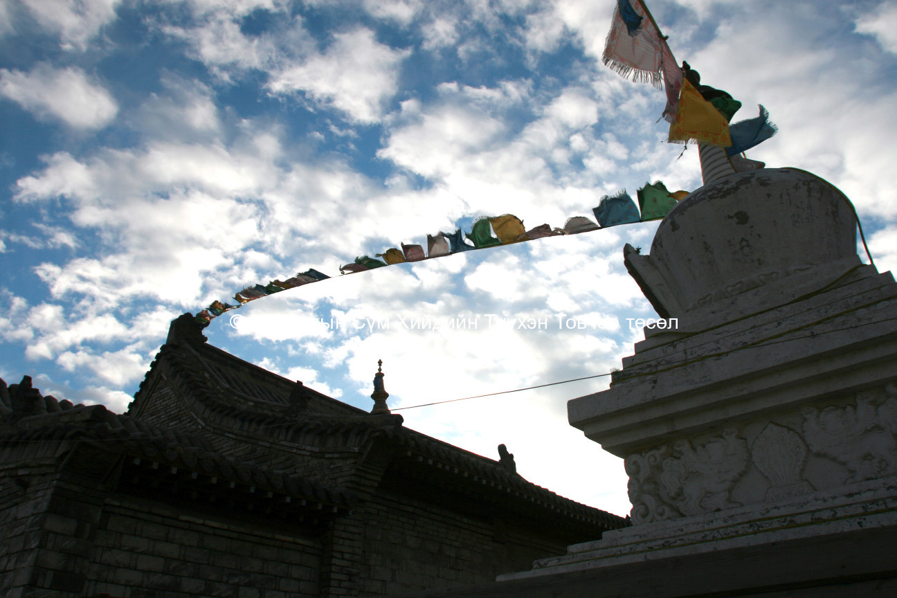 A new stupa and the roof of the temple 2007